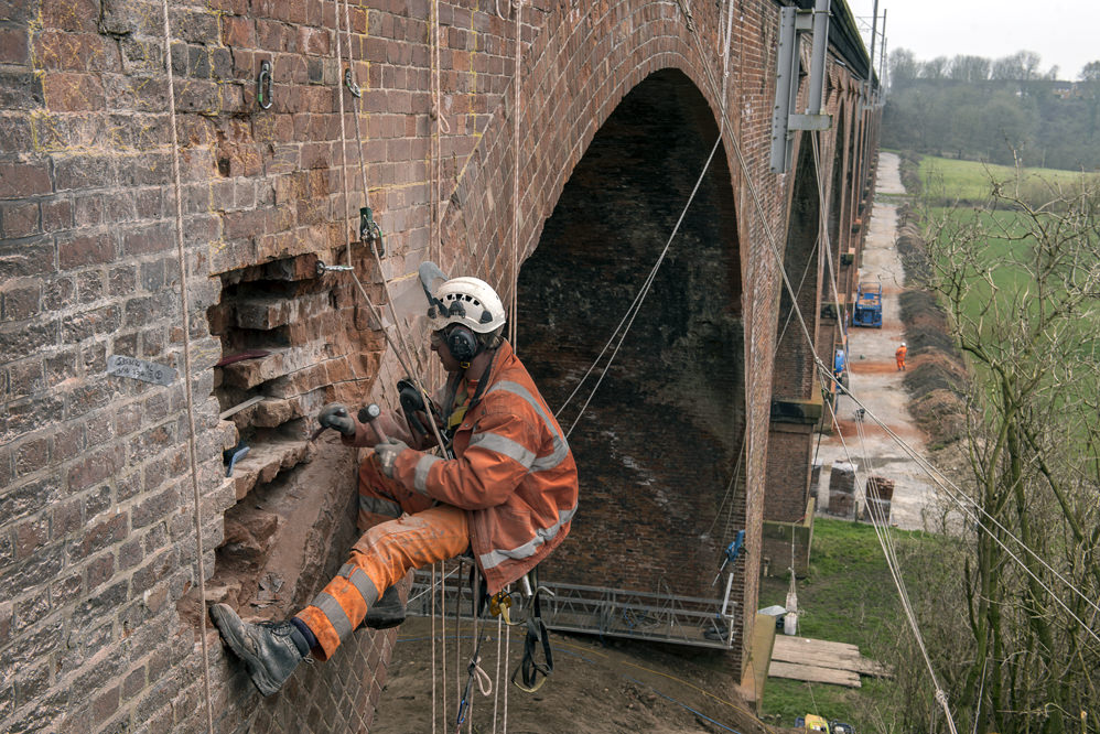 Holmes chapel viaduct brickwork repairs