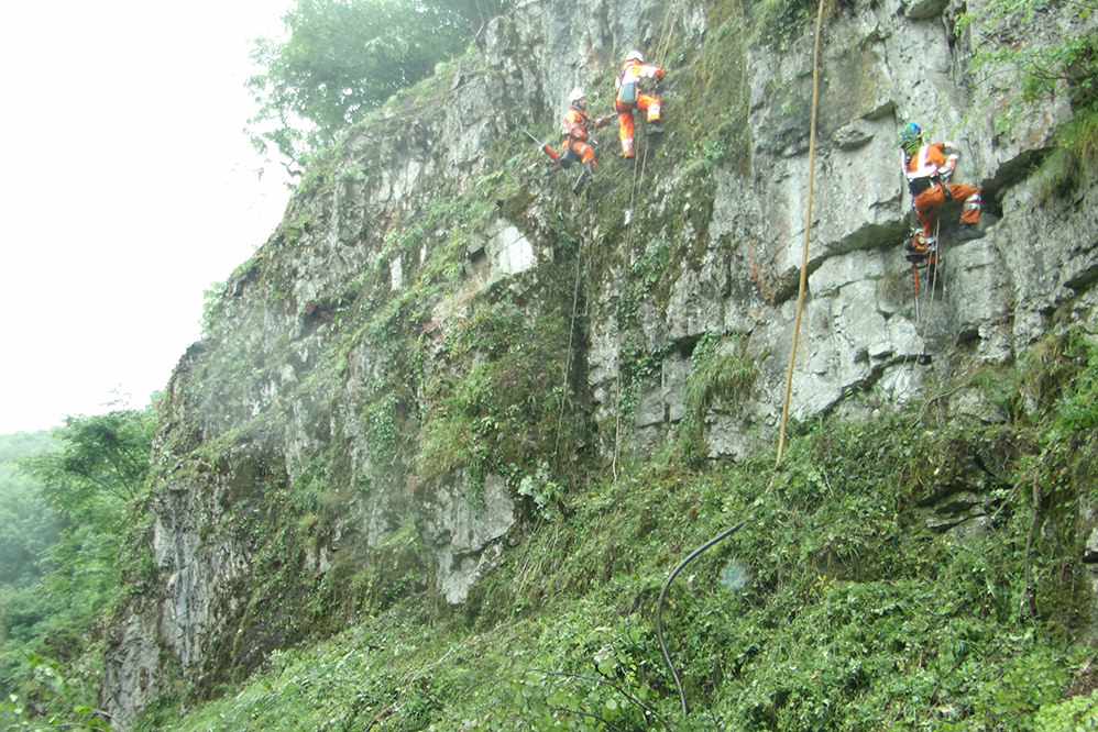 Via Gellia - Emergency highway rock stabilisation using passive rockfall netting